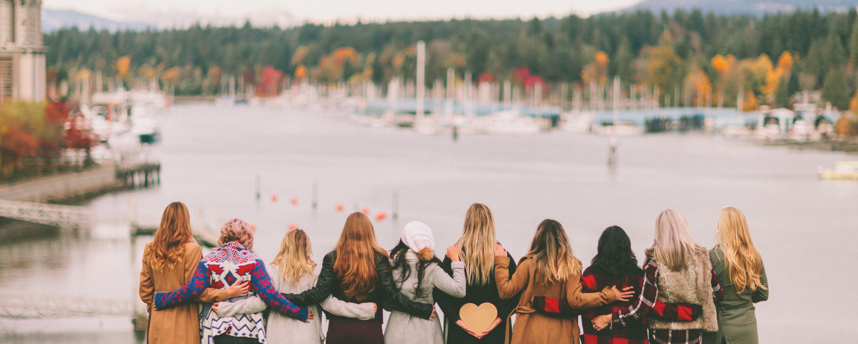 people-women-friendship-view-friends-friends-together-empowerment-sisterhood-millennials-womens-day_t20_zLGXoX